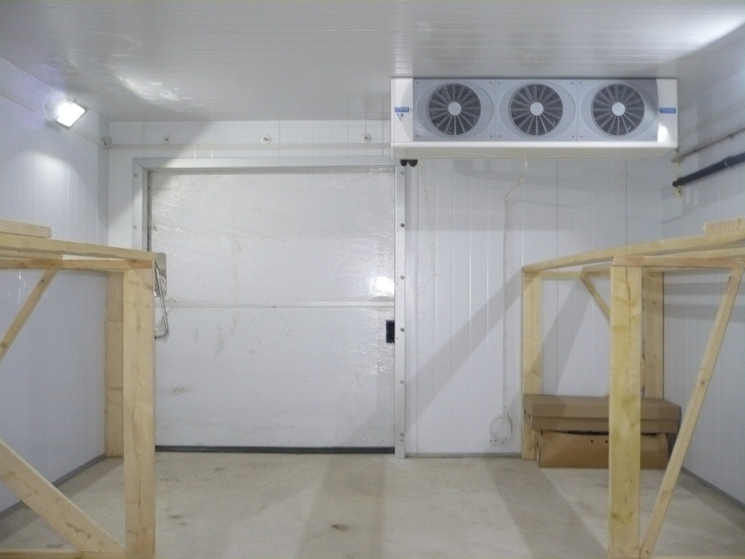 Нихкотемпературная холодильная камера